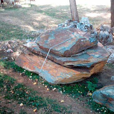 Piedras Segovia - Jardinería - Monolitos: Rojo ó Multi - color