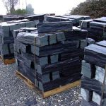 piedras-segovia-piedras-irregulares-cuarcita-negra-rugosa-2