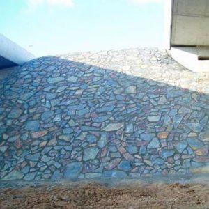 Piedras Segovia - Piedras irregulares: Filita gris - cobriza oxidada