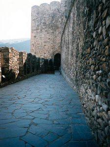 piedras-segovia-piedras-irregulares-plachon-negro-2