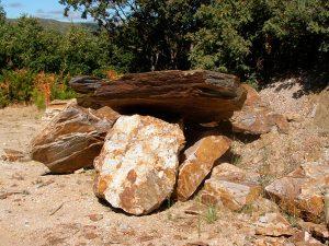 piedras-segovia-jardineria-monolitos-dorado-6